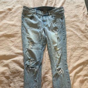 American Eagle light wash distressed skinny Jean
